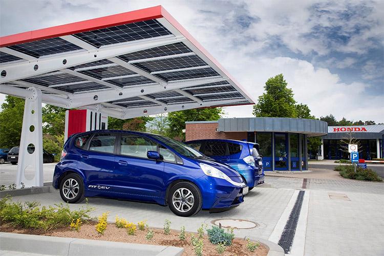 شارژ خودرو برقی با انرژی خورشیدی