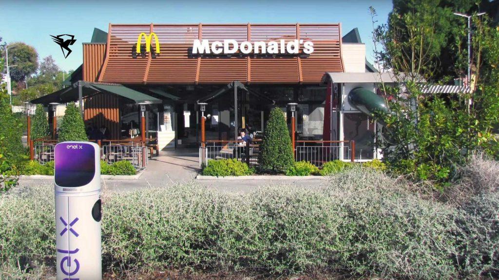ایستگاه شارژ در رستوران مک دونالد